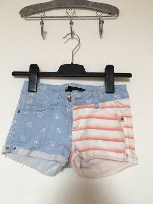 Hotpants Tally weijl zweigeteilt