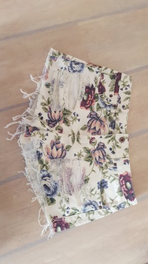 hotpants Used-Look und Blumenprint