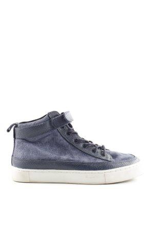 Hub High Top Sneaker blue casual look
