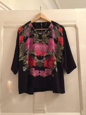 Hübsche Bluse im Folklore-Stil