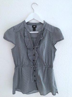 Hübsche Bluse mit feinen blauen und weißen Streifen