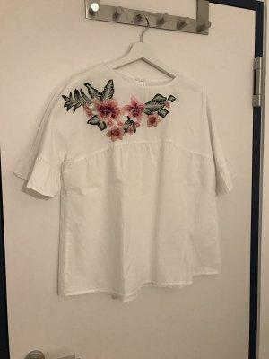 hübsche Bluse mit Rüschen und Blumenstickerei