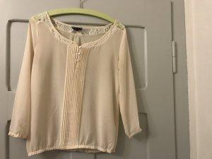 Hübsche, cremefarbene Bluse von review mit schönem spitzenabschluss