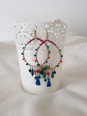 Hübsche Creolen mit bunten Perlen
