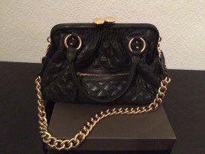 Hübsche Echtleder-Tasche (schwarz mit goldener Hartware)