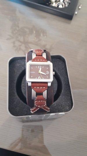 Hübsche Fossil Uhr mit echtem Lederarmband