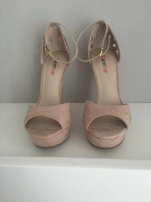 Hübsche Keilabsatz Schuhe