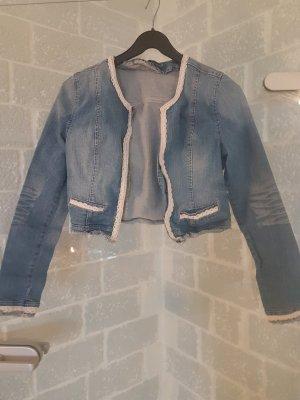 Hübsche kurze Jeansjacke