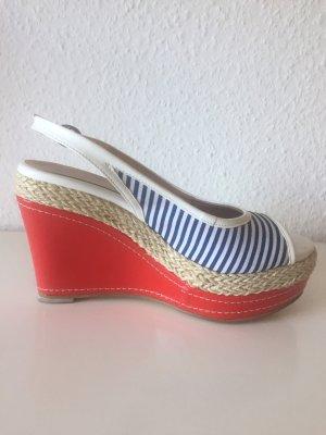 Hübsche Lack Wedges Sandaletten by Daniela Katzenberger