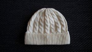 Hübsche Mütze in Wollweiß