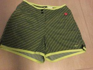 Hübsche Nike Damen Shorts