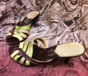 Hübsche Sandalen in zarten Grüntönen