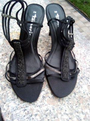 Hübsche schwarze Sandaletten