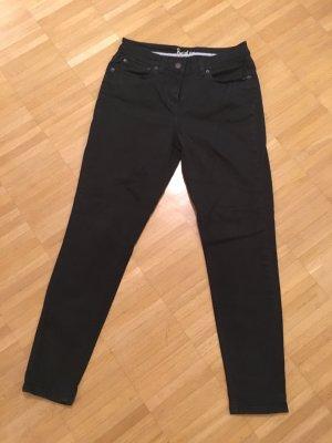 Hübsche schwarze Skinny Jeans von Boden in großzügiger Größe 36.