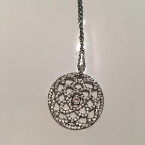 Hübsche Swarovski Halskette