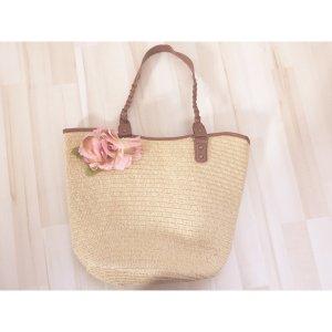 Hübsche Tasche mit Blume