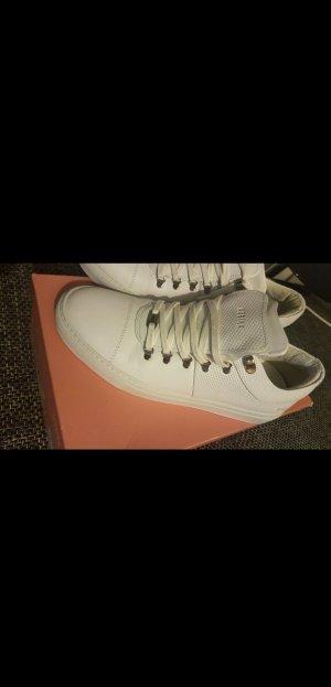 hübsche weiße sneaker