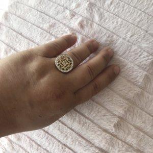 Hübscher goldener Ring