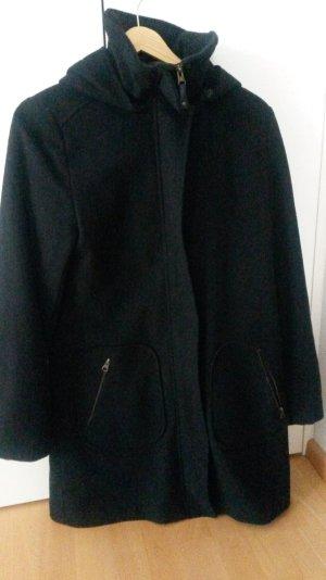 Hübscher Kapuzenmantel in schwarz