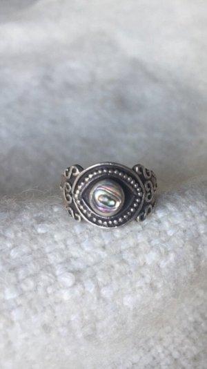 Hübscher Silberring mit Perlmutt