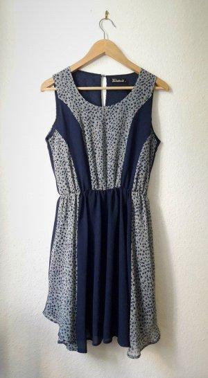 hübsches, blaues Kleid in Größe 38 von Fräulein Stachelbeere geblümt