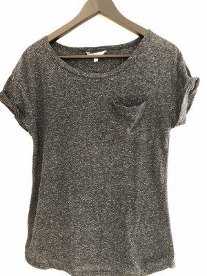 hübsches dunkelblaues T-Shirt mit Tasche