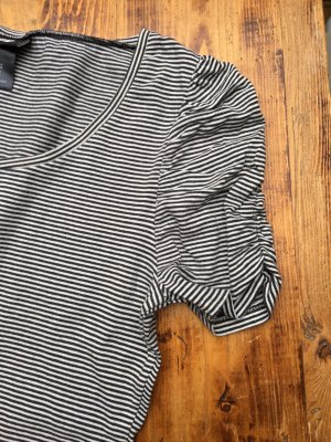 Hübsches gestreiftes Shirt mit Raffung von H&M