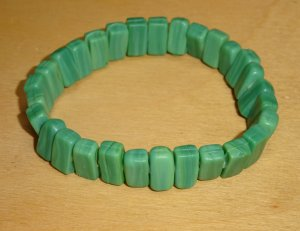 Hübsches grünes Armband