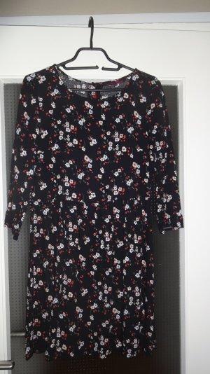 Hübsches Kleid mit Blumenranken