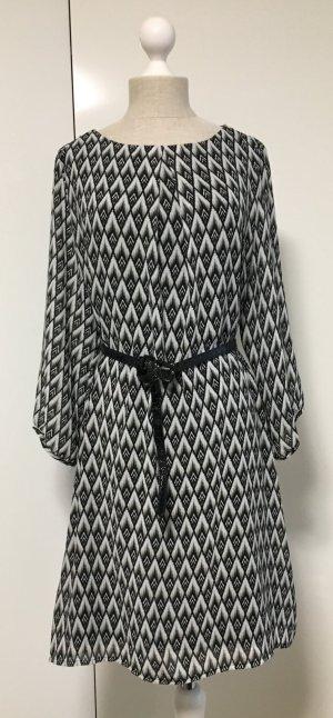 Hübsches Kleid mit Raute Muster