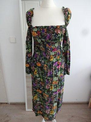hübsches Kleid mittelalterlook corsage rüschen blümen