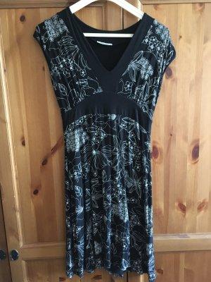 Hübsches Kleid schwarz/wei