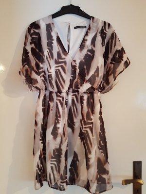 Hübsches Leoprint-Kleid für den Sommer