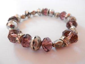 hübsches Perlenarmband in silber-violett