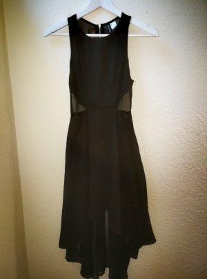 hübsches schwarzes Kleid