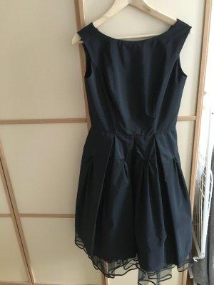 Hübsches schwarzes Tüllkleid