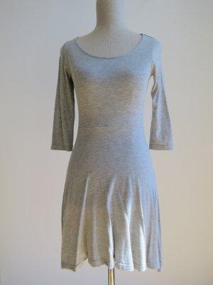 Hübsches Skaterkleid in grau, perfekt für Sommer