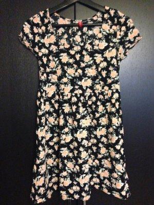 *Hübsches Sommerkleid Gr.34*