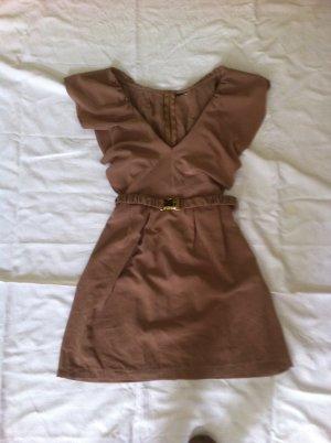 Hübsches Sommerkleid mit Volants