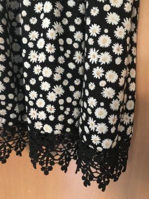 Hübsches Sommerkleidchen mit Streublümchen