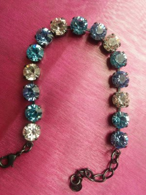 Hübsches Strass-Armband mit blauen Swarovski Steinen