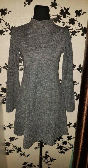 Hübsches Strickkleid - Langarm - grau - Gr. 42