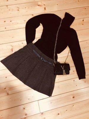 Hüftig geschnittener Mini-Faltenrock aus dickem Tweed