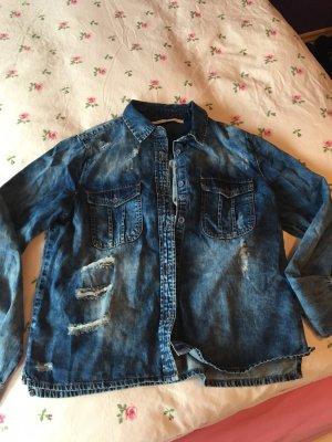 Hüftlanges Jeans Hemd mit Löchern