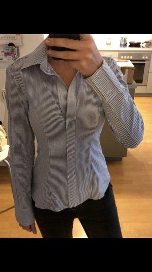 Hugo Boss Bluse Gr S in blau/weiß