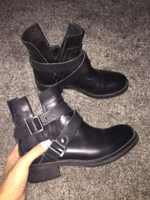 HUGO BOSS - Boots in schwarz