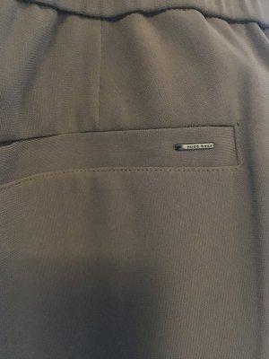 Hugo Boss Hose , sehr schöne Farbe und angenehme Stoff