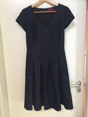 Hugo Boss Kleid mit extravagantem Stoff *neu*