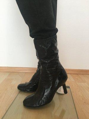 Hugo Boss Lackleder Boots Booties Stiefeletten Halbstuefel booties weiches Leder echtleder Lackleder Lack schwarz Designer Winter Übergang Luxus Designer Marke hochwertig edel elegant Weihnachten Silvester Rund