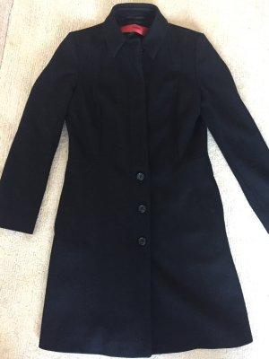 Hugo Boss Abrigo corto negro